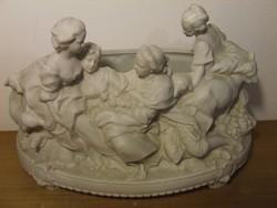 Régi, antik biszkvit (fehér matt)porcelán nagyméretű asztalközép, kínáló figurális díszítéssel