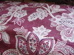 Álomszép bíborszín alapon virágmintás 100 % pamut ágynemű szett