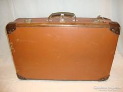 Régi fa keretes koffer bőrönd kulcsokkal