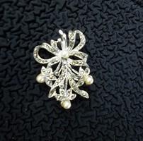 Retró markazit köves fehér gyöngyös virág bross 99.