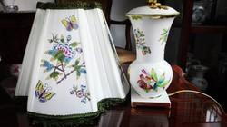 Gyönyörű, barokk formájú Herendi porcelán QueenVictoria lámpa