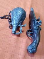 1820 évi 2 lövetű replika pisztoly és lőportató