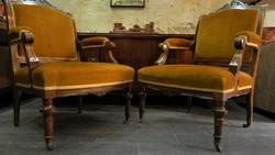 Klasszicista stílusú antik rugós kialakítású, gurulós fotel pár