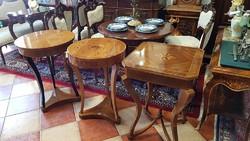 Olasz mester intarziás körasztala