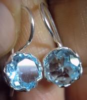 925 ezüst fülbevaló svájci kék topázzal, biztonsági kapoccsal