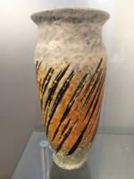 Gorka Lívia csíkos váza