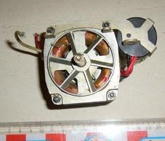 230V 50Hz VILLANYMOTOR KONDENZÁTORRAL - régi szalagos magnóba lemezjátszóba talán