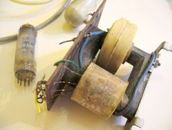 ELEKTRONIKAI ALKATRÉSZ CSOMAG 4 - régi rádió tévé alkatrészek