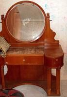 Szecessziós st. fésülködő asztal, 2éjjeli szekrénnyel