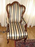 Felújított antik fotel