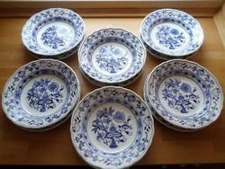 Régebbi csehszlovák hagymamintás porcelán tányér készlet mély-lapos