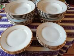 2 db 6 személyes vitrin állapotú porcelán tányér készlet akár külön is eladó