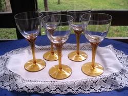 4+1 db.nagyméretű, csavart sárga talpú antik pohár