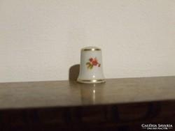 Hollóházi jelzett porcelán gyűszű