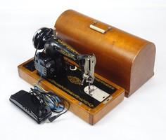 0X292 Régi hordozható elektromos varrógép