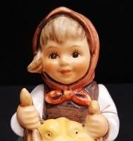 Hummel kislány csibékkel, 8 cm