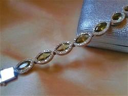 Peridot és cirkóniákkal ezüst karkötő:21 cm