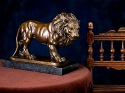 Óriási oroszlán bronz szobor