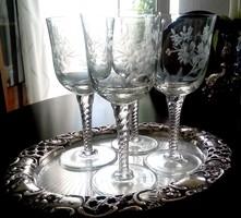 Csiszolt, metszett üveg talpas boros pohár 4db