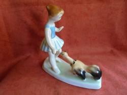 Bodrogkeresztúri tyúkos lányka figura