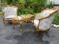 2 db aranyozott fotel +asztal.