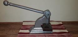 Antik pecsétnyomó gép cimer klisével együtt eladó-ritkaság!