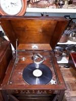 Gramofon szekrény 150.000 forintért