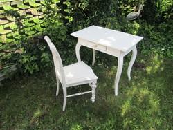 Régi  kis  íróasztal  székkel