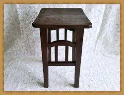 Festett keményfa  virágtartó állvány , posztamens vagy kis asztalka.