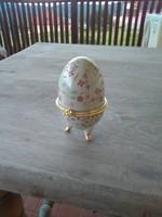 Porcelán ékszertartó tojás.