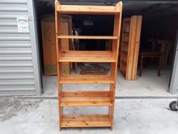Eladó egy CLAUDIA  Fenyő könyves polc . Bútor jó állapotú.