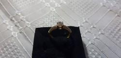 Eljegyzési 18k arany gyűrű zafírral