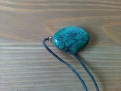 Iparművészeti bőr nyaklánc krizokolla csiszolt kővel