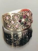Pompás ezüst gyűrű rubin és smaragd kövekkel