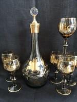 Vintage barna üveg, aranyozott boros szett 6 pohárral és egy dugós karaffal, kiváló állapotban