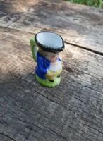 Miniatűr figurális kis kiöntő