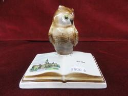 Bodrogkeresztúri figurális szobor, bagoly könyvvel.