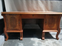 Antik asztal