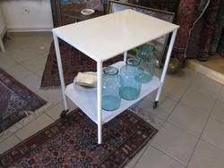 Indusztriális,loft,vintage vas guruló asztal