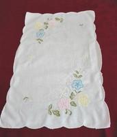 Rátétes, hímzett terítő, tálcakendő,  40 x 27 cm