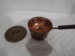 Vörösréz - miniatűr - fazék fedővel - 4,5 x 3 cm +  FA nyél 4 cm - hibátlan