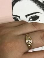 14K-os 585 jelzett arany gyűrű apró kővel ékítve 19mm belső  átmérő