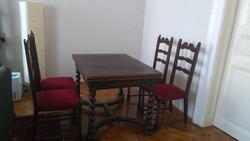 Ebédlő asztal 4db székkel eladó.