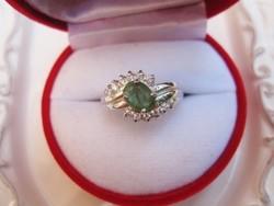 Klasszikus oldalfoglalt ezüst gyűrű természetes fűzöld SMARAGD kővel
