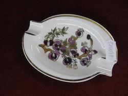 Zsolnay porcelán hamutálca, ovális, krémszínű alapon lila mintás.