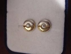 Stílusos button arany fülbevaló - fehér és sárgaarany
