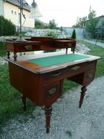 Gyönyörű, kis méretű antik női építményes íróasztal nagyon szép állapotban