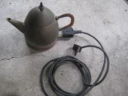 Régi fém elektromos vízforraló kanna