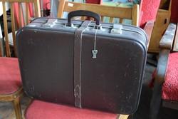 Barna csatos bőrönd