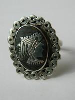 Jelzett ezüst görög mintás gyűrű.